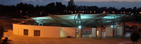 immagine notturna del complesso espositivo