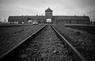 L'ingresso del campo di concentramento di Auschwitz in un'immagine dell'aprile del 1940