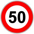 Un cartello stradale con i limiti di velocità di 50 km/h
