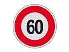 Un cartello stradale con limite di velocità a 60 km/h