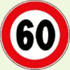 Un cartello stradale con limite di velocità di 60 km/h